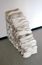 Arkipitsi/Everyday Lace, tapetti leikattuna jalkapohjan muotoon/wallpaper cut into shape of footprint, 2004