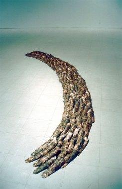 Polun idea/Idea of path, tapetti leikattuna jalkapohjan muotoon/wallpaper cut into shape of footprint, 2003