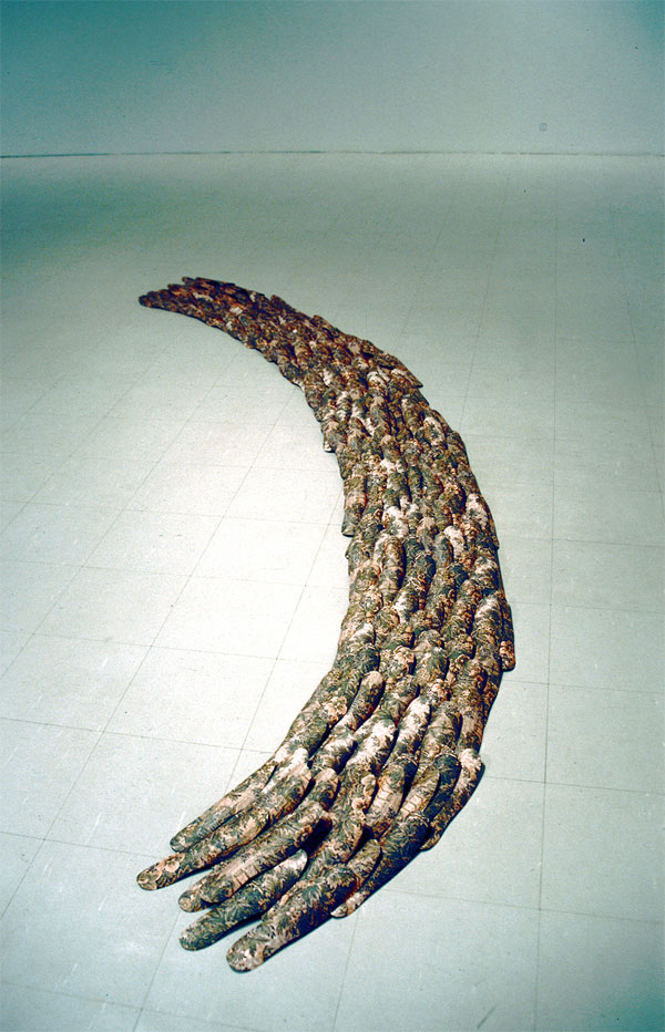 Polun idea/Idea of path, tapetti leikattuna jalkapohjan muotoon/wallpaper cut into shape of footprint, 2003