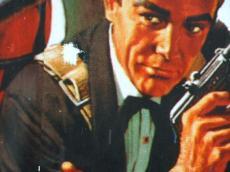 Olin kävelemässä kotiin. Kadunvarren mainoksesta minua katsoi James Bond. Heitin häntä lumipallolla. Osuin olkapäähän. 2011 / I was walking home. James Bond was watching me from the roadside ad. I threw a snowball at him and hit his shoulder, 2011