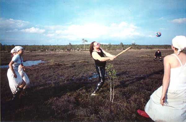 Swamp baseball at The Aesthetics of Bogland/suopesis suon estetiikkakonferenssissa 1998