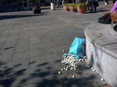 Lux Express, savipallot ja kassi/clay balls in a bag, 2016